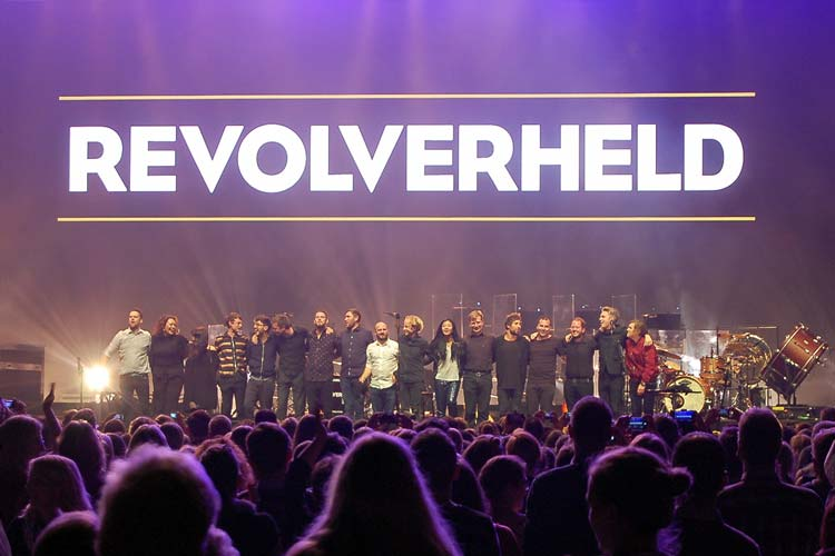 Revolverheld in der Oldenburger EWE Arena.