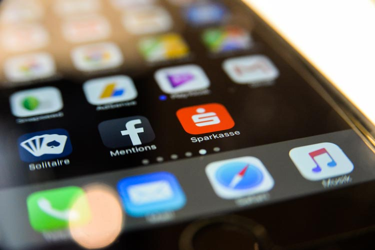 Geldbeträge von Handy zu Handy schicken: Die Sparkassen-Gruppe bietet nach einem Update der Sparkassen-Apps mit Kwitt diese Möglichkeit an.