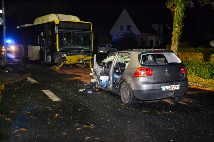 Bei einem Verkehrsunfall im Osterkampsweg in Oldenburg wurden zwei Personen schwer verletzt.