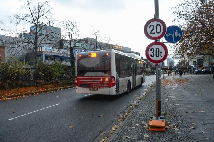 Die seit dem Wochenende von der Stadt Oldenburg verhängte Geschwindigkeitsbegrenzung von 20 Stundenkilometer bleibt bestehen.