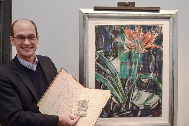 Rainer Stamm vor dem zurückerworbenen Bild Amaryllis von Christian Rohlfs im Oldenburger Landesmuseum für Kunst und Kulturgeschichte.