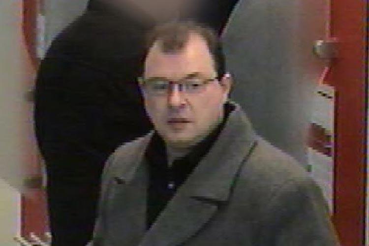 Ein bislang unbekannter Täter hat in Oldenburg eine EC-Karte und einen Personalausweis gestohlen und 28.000 Euro abgehoben.