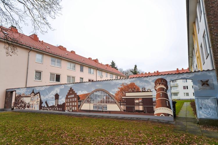 An der Wehdestraße in Donnerschwee ist im Auftrag der Oldenburger Wohnungsbaugesellschaft GSG ein überdimensionales Wandbild entstanden.
