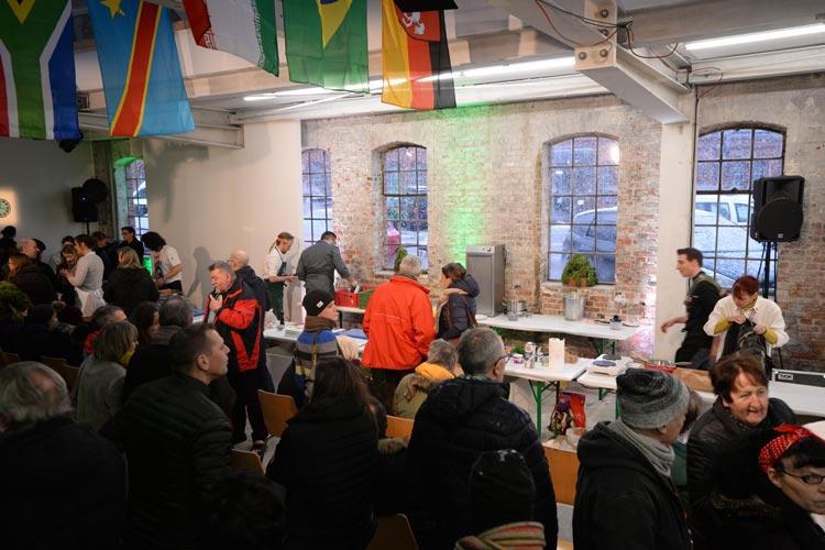 ahlreiche Interessierte kamen heute zur Grünkohl-Weltmeisterschaft in die bau_werk Halle.