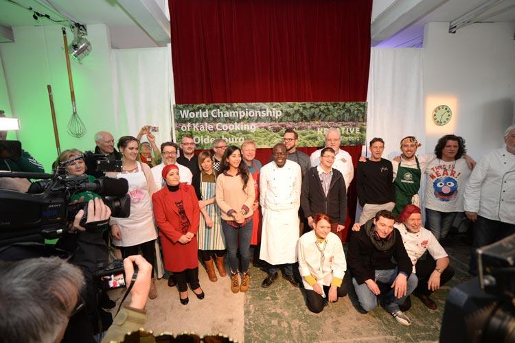 19 Köchinnen und Köche traten heute zur 1. Grünkohl-Weltmeisterschaft in der Oldenburger bau_werk Halle mit kreativen Rezepten gegeneinander an.