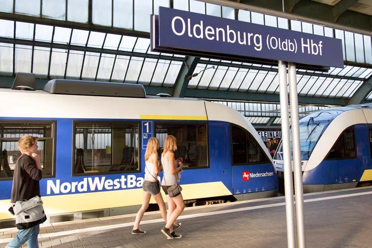 Seit Dezember ist der Konsum von Alkohol auf den Linien der NordWestBahn nicht mehr erlaubt. Jetzt werden Verstöße mit 40 Euro geahndet.