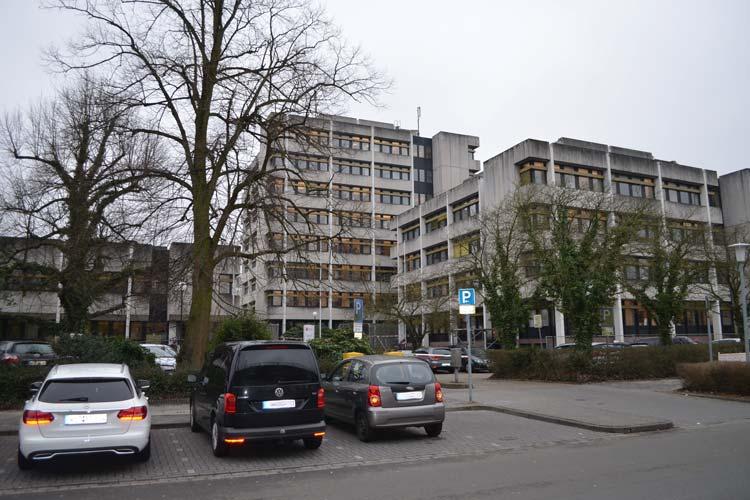 Das alte Finanzamtsgebäude an der 91er Straße muss abgerissen werden. Wegen der Asbestgefahr kommt dafür nur eine vorsichtige Abtragung in Frage.