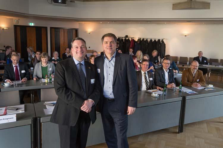 Bei einem Informationsbesuch trafen sich heute 28 Ratsmitglieder aus Groningen mit 35 ihrer Kollegen aus Oldenburg im Kulturzentrum PFL.