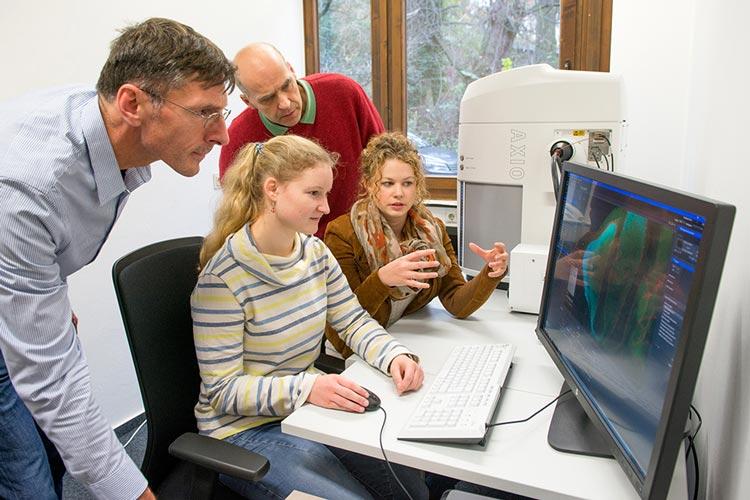 Der biologischen und medizinischen Forschung an der Universität Oldenburg steht ein Digitalisierender Mikroskopier Roboter zur Verfügung.