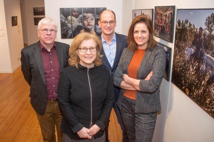 Claus Spitzer-Ewersmann, Christiane Cordes, Prof. Dr. Rainer Stamm und Sophie Boshouwers eröffneten heute die World Press Photo-Ausstellung im Oldenburger Schloss.