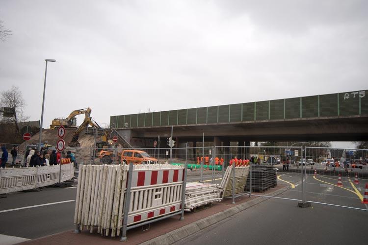 Die Autobahn A 293 kann bereits wieder in beiden Fahrtrichtungen befahren werden. Es sind aber noch Restarbeiten auszuführen.