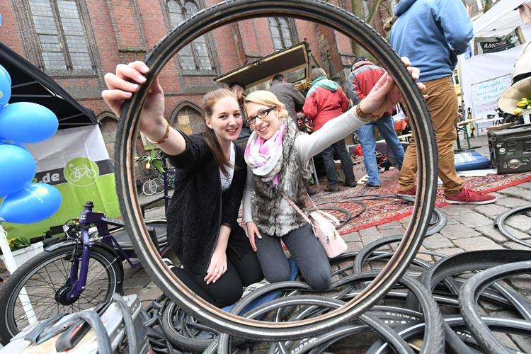 Am 2. April findet der zweite Fahrradtag auf dem Oldenburger Rathausplatz statt. Es ist ein verkaufsoffener Sonntag mit Rahmenprogramm.