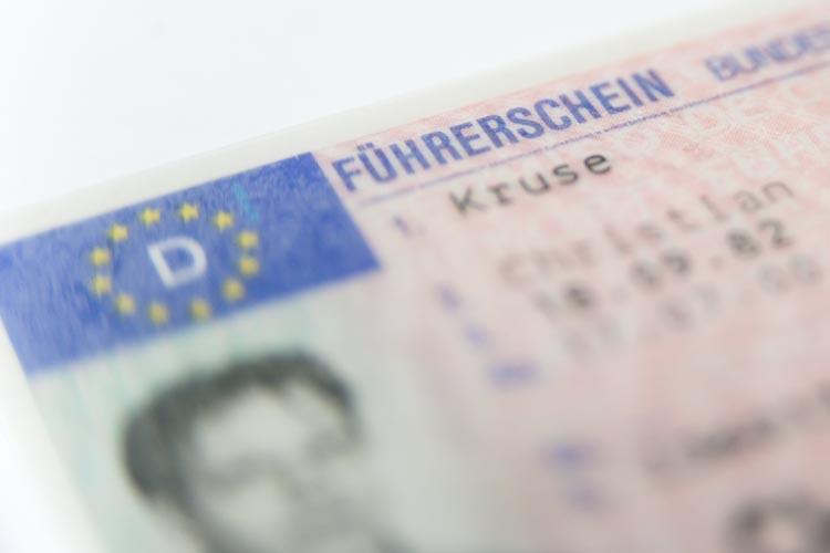 Ein 23-Jähriger hat einen Führerschein im Internet gekauft, doch dieser war gefälscht.