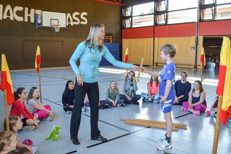Sibylle Wanders stärkt Schüler einer Oldenburger Grundschule bei der gewaltfreien Bewältigung von Konflikten.