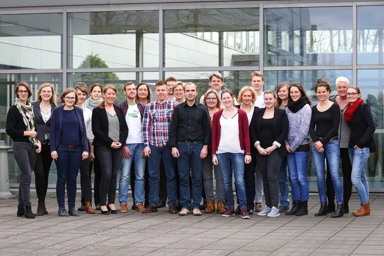 Die Absolventen des Weiterbildungsprogramms Management und Leadership in der Sozialwirtschaft an der Universität Oldenburg haben erfolgreich an der Qualifizierung teilgenommen.