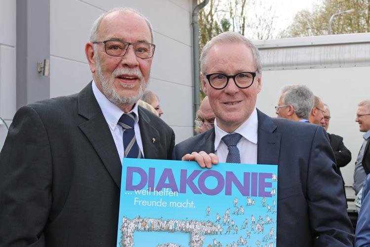 Diakonie-Vorstand Thomas Feld verabschiedete Diakonie-Referent Theo Lampe in den Ruhestand.