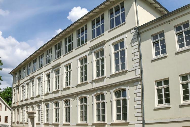 1890 wurde in der Oldenburger Milchstraße ein Gebäude errichtet: die Stadtmädchen-Schule. Nun entsteht dort eine Seniorenwohnanlage.