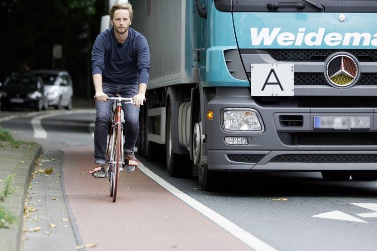 Daniel Doerk aus Osnabrück in der NDR-Dokumentation Der Fahrradkrieg: Der Kampf um die Straßen.