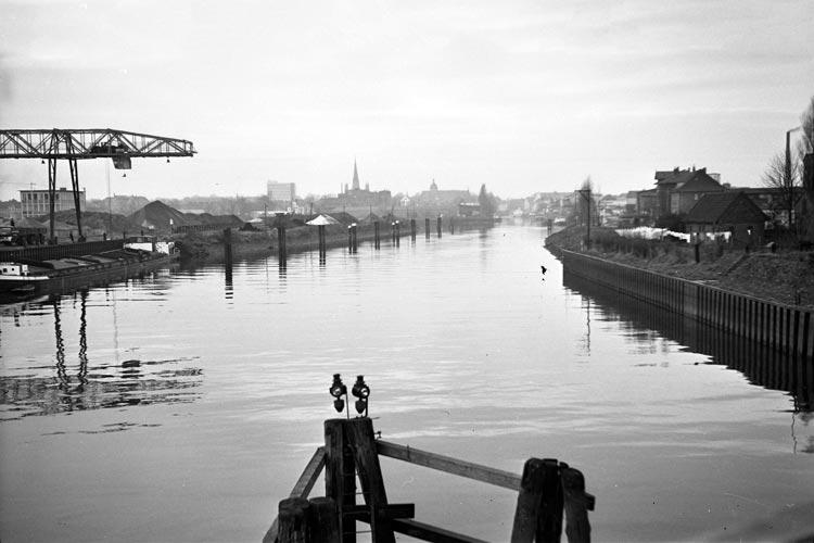 Am 13. Mai wird von 11 bis 16 Uhr vor dem Gebäude Stau 117 in Oldenburg eine Ausstellung der Ergebnisse der Sanierung des Alten Stadthafens zu sehen sein.