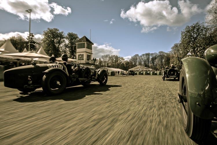 Zum 5. Mal treffen sich die Oldtimerfans auf dem historischen Rennplatz im großen herzoglichen Schlosspark in Rastede.