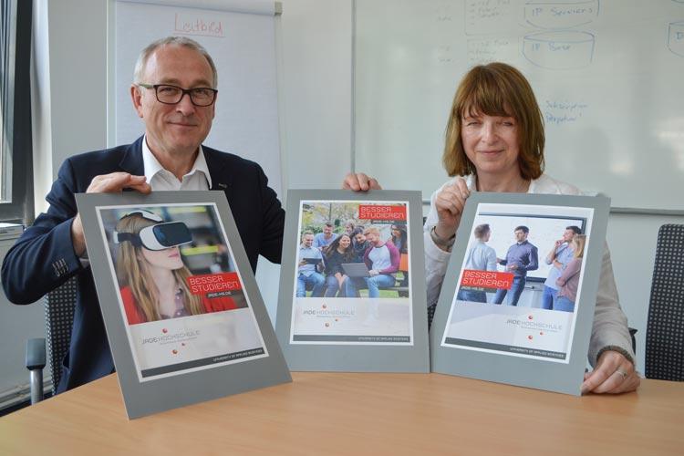 Präsident Prof. Dr. Manfred Weisensee und Anke Westwood stellten die neue Imagekampagne der Jade-Hochschule in Oldenburg vor.