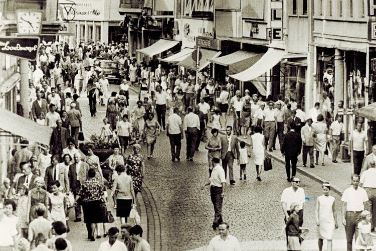 Eröffnung der Fußgängerzone, Lange Straße, 1967.