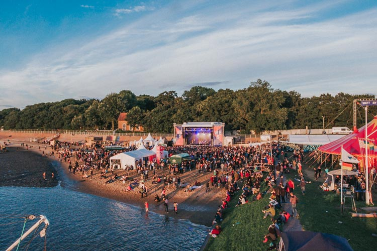 Die Kulisse beim Watt en Schlick Festival in Dangast ist für Künstler und Publikum einmalig.