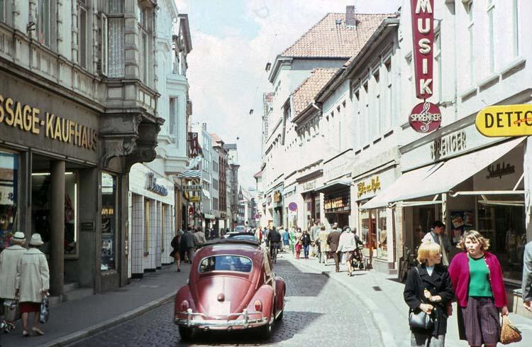 Die neue Werkstattfilm-Produktion und der neue Bildband thematisieren die Stadtentwicklung Oldenburgs. Das Foto zeigt die Achternstraße in den 1950er Jahren.