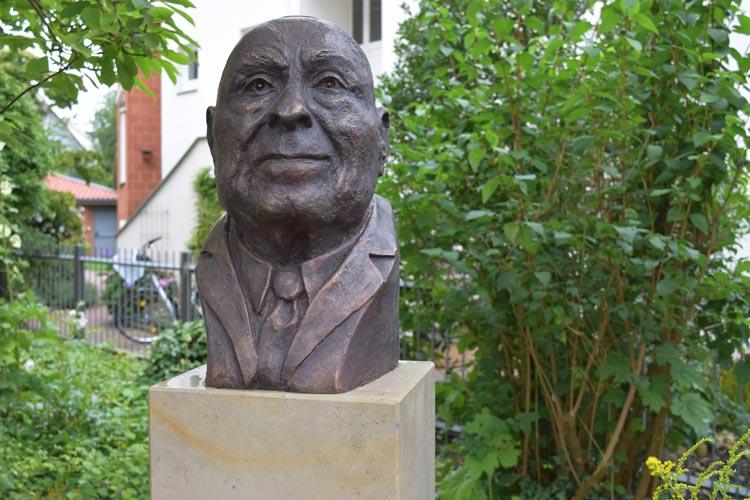 Der ehemalige Wegbereiter des Dialogs zwischen den Religionen, Professor Dr. Dr h.c mult. Leo Trepp, wurde mit einer Bronzebüste gewürdigt.