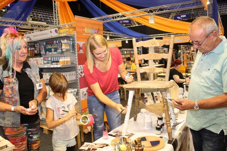 Anstatt fertige Produkte zu kaufen, können Besucher der Hobbywelt schon auf der Messe in den Weser-Ems Hallen ihrer Kreativität freien Lauf lassen und neue handwerkliche Begabungen und Leidenschaften entdecken.