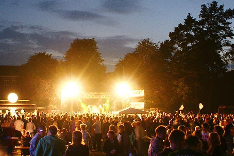 Am Samstag, 19. August, sind in Schwanewede beim Rock den Deich Festival erstklassige Bands auf der Bühne.