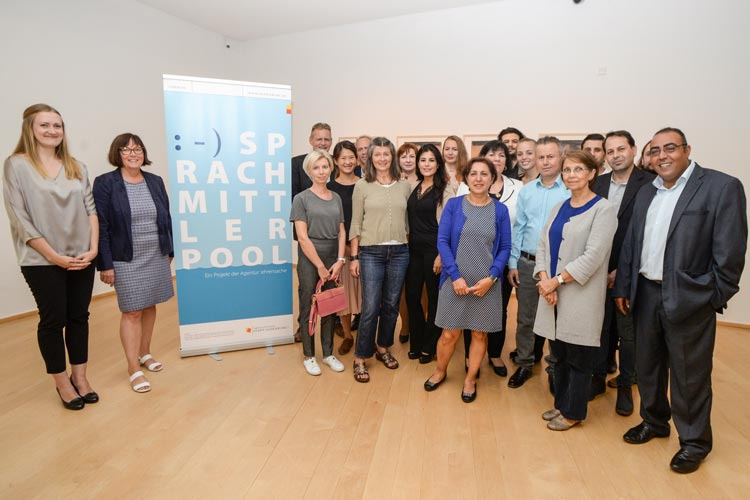 Zur Integration in Oldenburg unterstützen Sprachmittler Gespräche. 29 neue Teilnehmer haben ihre Grundlagenschulung abgeschlossen.