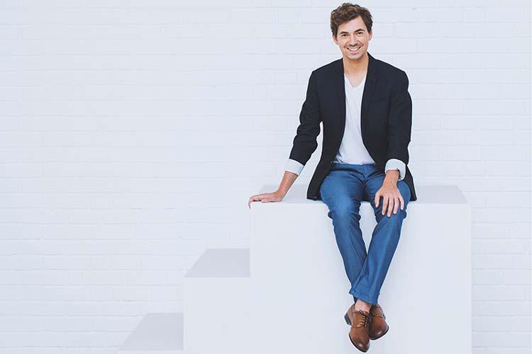 Der deutsch-rumänische Star-Countertenor Valer Sabadus lenkt bei seinem Konzert den Fokus auf Antonio Caldaras abwechslungsreiche Arien.