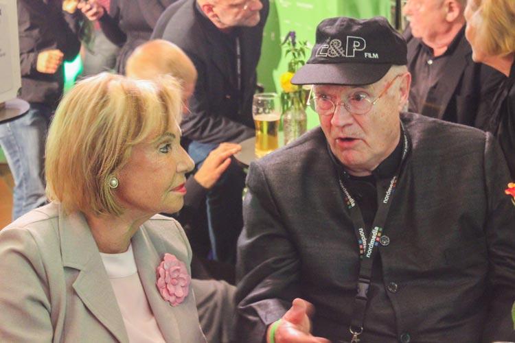 """Die Schauspieler Dagmar Berghoff (Sekretärin von Kommissar Böck) und Til Erwig (Kriminalbeamter) waren ebenfalls zu der Veröffentlichung des neuen """"Tatort"""" auf dem Filmfest eingeladen."""