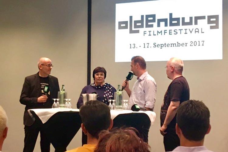 Filmfestchef Torsten Neumann, OLB-Vorstand Karin Katerbau, Moderator Denis Krick und Autogrammjäger Udo Renken (von links) freuen sich auf das 24. Internationale Filmfest Oldenburg.