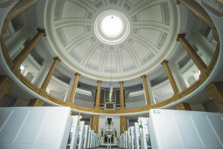Ein Blick ins Innere lohnt sich. Die Lamberti Kirche in der Innenstadt.