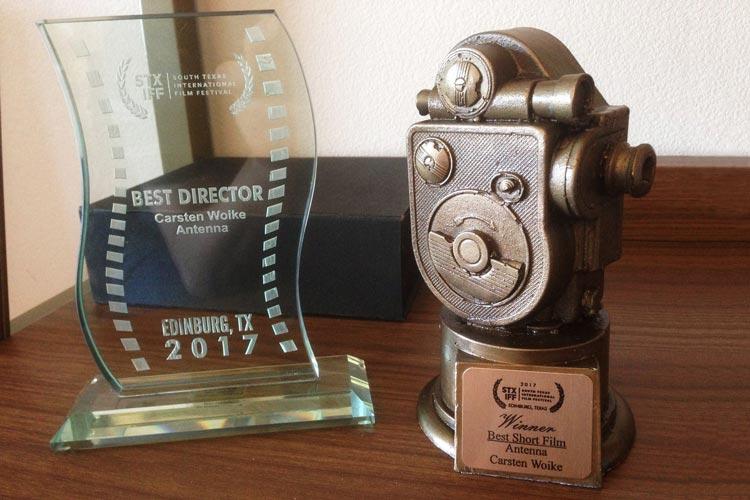 """Bester Kurzfilm und beste Regie: Für """" Antenna kann sich Carsten Woike zwei Preise ins Regal stellen."""