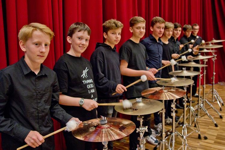 Das Ensemble GONG aus den Niederlanden feiert bei Der Norden trommelt n Oldenburg  Premiere.