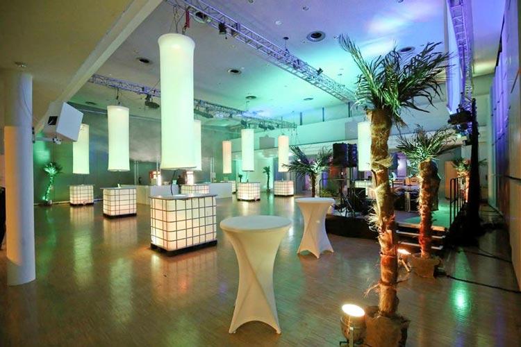 Es heißt wieder Der Kramermarkt tanzt in den Festsälen der Weser-Ems Hallen.