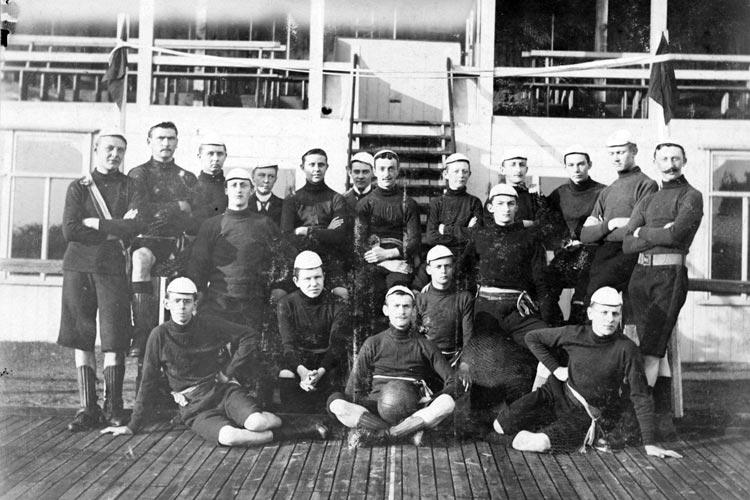 Die Mannschaft des F.C. Oldenburg im Jahre 1900.