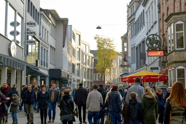 Der verkaufsoffene Sonntag lockt zahlreiche Besucher in die Oldenburger Innenstadt.