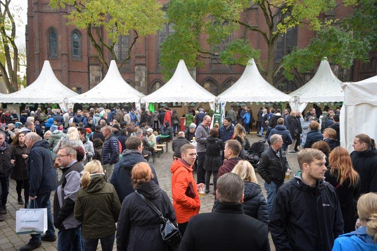 Grünkohl in den verschiedensten Variationen wurden auf dem Rathausplatz serviert.