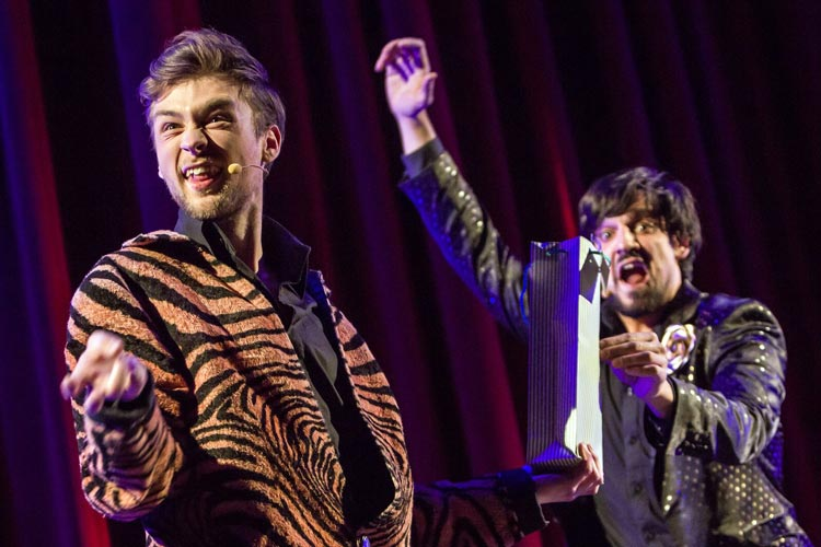 Das Zauber-Duo Siegfried & Joy – The new superstars of magic in Aktion im Oldenburger Unikum.
