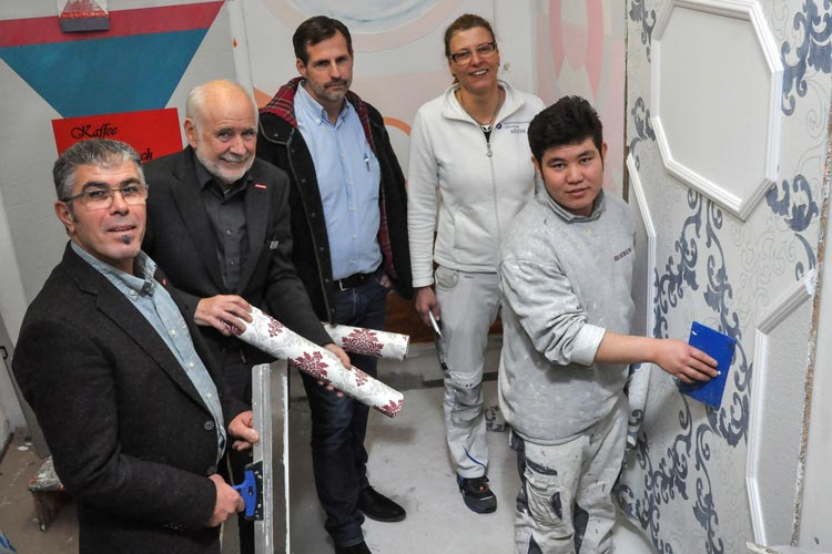 Unterstützung für Geflüchtete wie Habib Alizada: Hussein Kerri, Wolfgang Jöhnk, Lars Sieberg und Heidi Köster helfen bei der Integration durch handwerkliche Ausbildung.