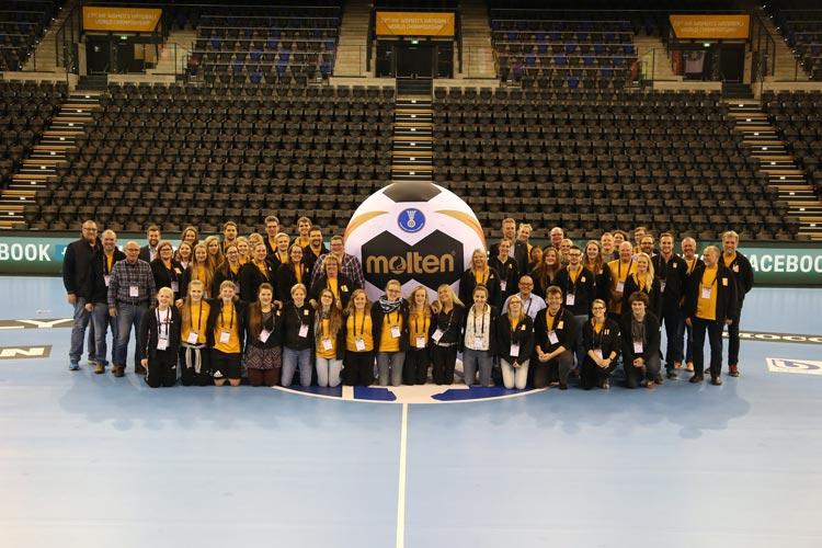 Die Gruppenphase der Frauen Handball WM in Oldenburg ist beendet. An fünf Spieltagen haben über 21.000 Zuschauer Handballspiele genossen.