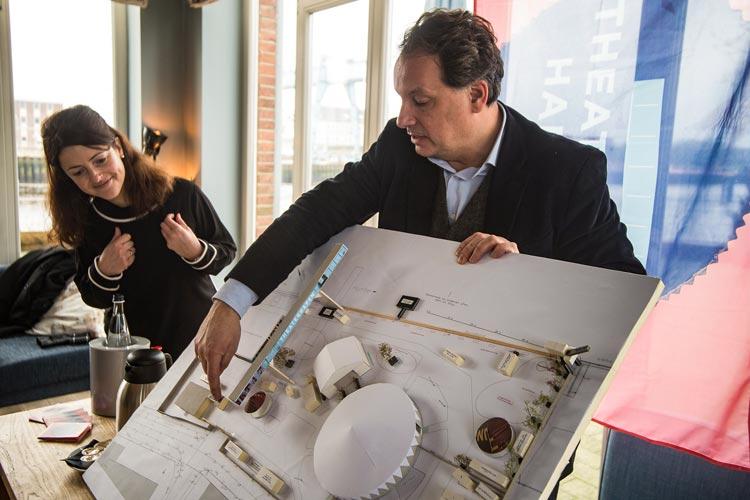 Angela Weller und Christian Firmbach stellten die Pläne zum Uferpalast vor.