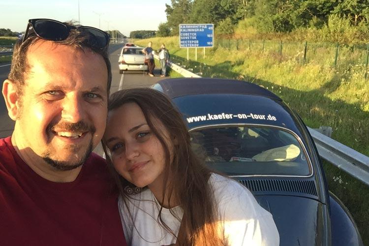 Selfie von Maik und Nel kurz nach Passieren der Grenze zu Russland / Kaliningrad.