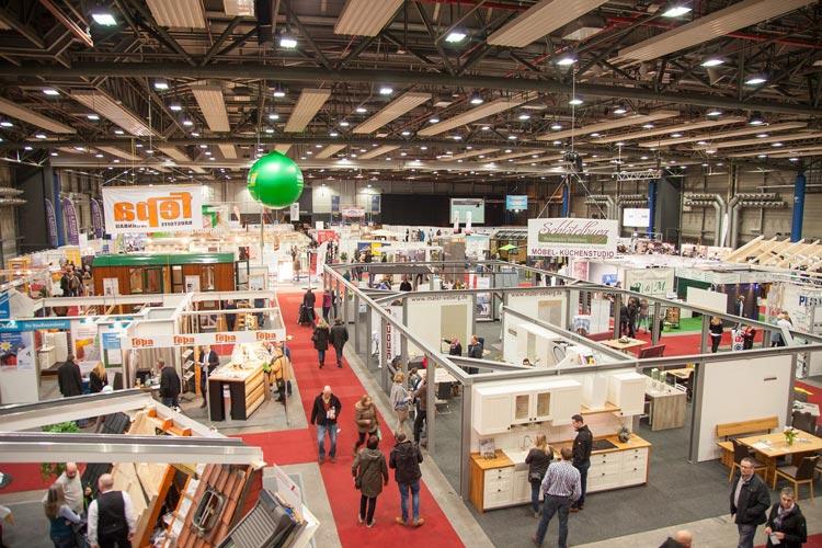 Rund 100 Aussteller präsentieren sich auf der diesjährigen NordHAUS in den Oldenburger Weser-Ems Hallen.