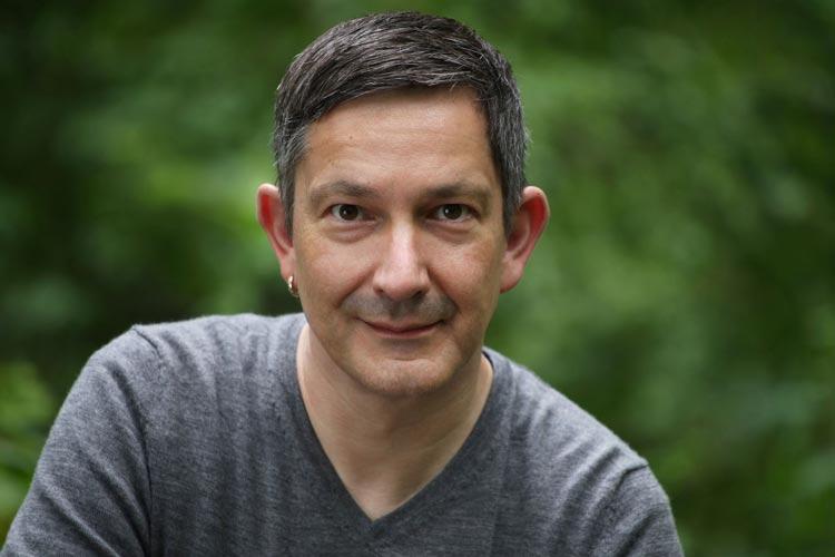 """Oliver Rosenthal liest im Oldenburger Computer Museum aus seinem Erstlingswerk """"Wie dem auch sei""""."""