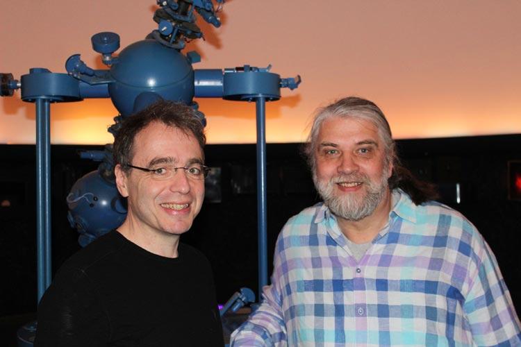 David Safier und Winfried Hammelmann (von links) bei der Buchvorstellung in Bremen.